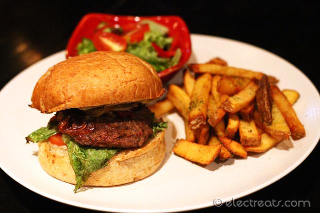 Caños Spanish Burger - IDR 110K