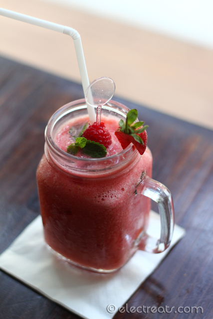 Mixed Berries Smoothies - IDR 38K