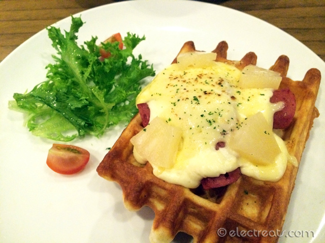 Smoked Beef Waffle (Single) - IDR 49.5K  With refreshing combination of smoked beef, sweet tangy pineapple, cheese sauce & mozzarella cheese.