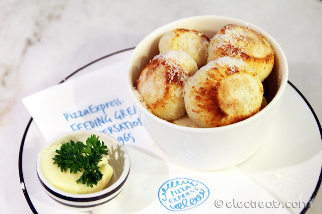 "Dough Balls ""Speciale"" - IDR 35K  Very enjoyable. No wonder it's one of their Signature dishes."