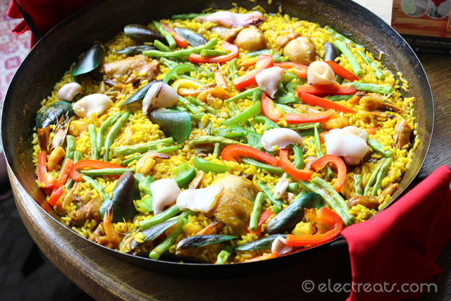 Paella de Mixta for 4 Pax - IDR 250K  With chicken & seafood, this paella almost gained a place in our hearts if not for too soft, watery rice.