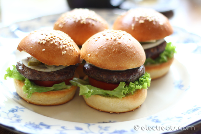 Mini Hamburguesa x4 - IDR 100K  This is how a mini burger should be.
