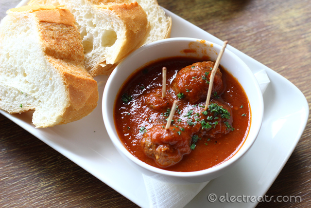 Albondigas con salsa de tomate Picante - IDR 50K  Meatballs in spicy tomato sauce. Although still fairly good, it's not comparable to the rests of the tapas.