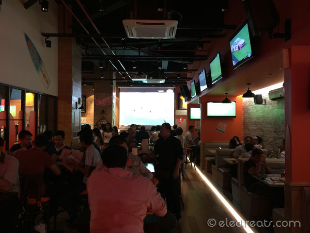 Sports Bar, with TV screens everywhere!